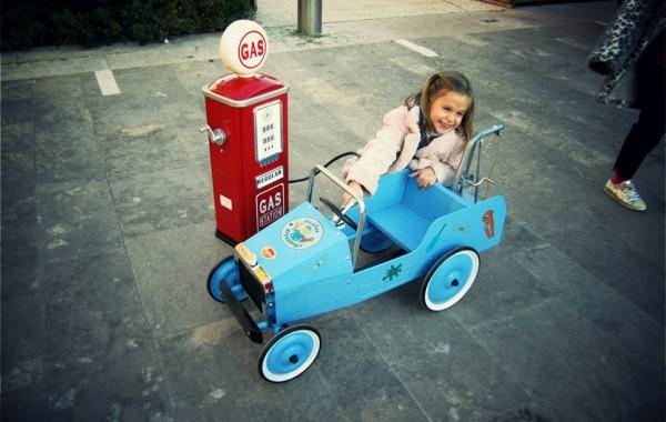 Petites voitures à pédales